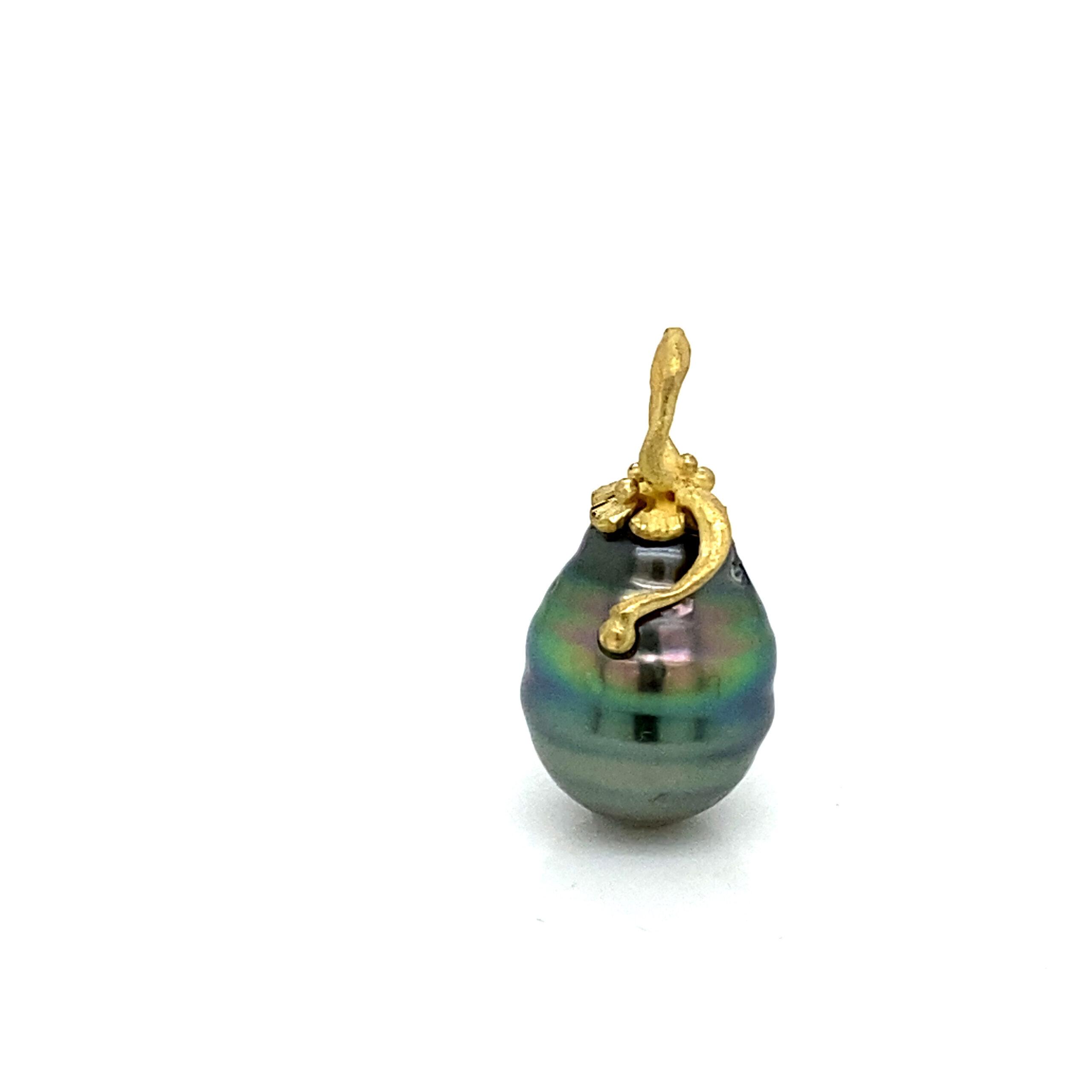 Circle pearl pendant